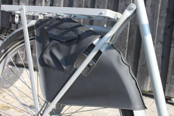 Kleiderschutz schwarz mit Seitentasche, 24-28