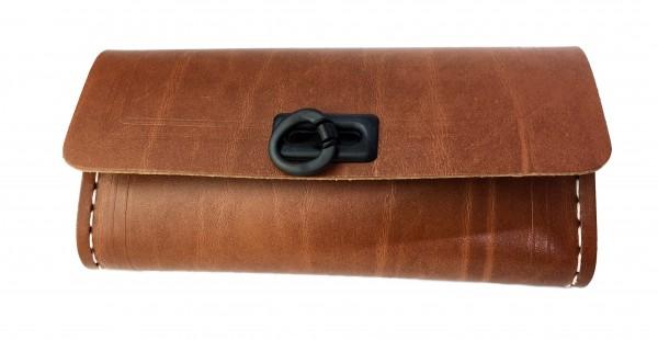 Werkzeugsatteltasche braun mit 1 schwarze Schließe
